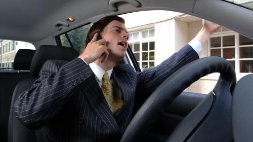 ForPost - Мясников рассказал, как отучить водителей смотреть в телефон на дороге
