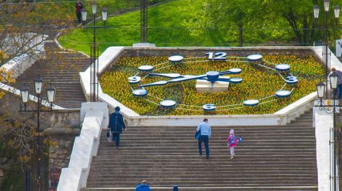 ForPost- Синопский спуск в Севастополе избавили от цепей