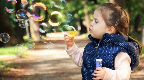ForPost - Пенсионный фонд сегодня начинает выплаты семьям с детьми