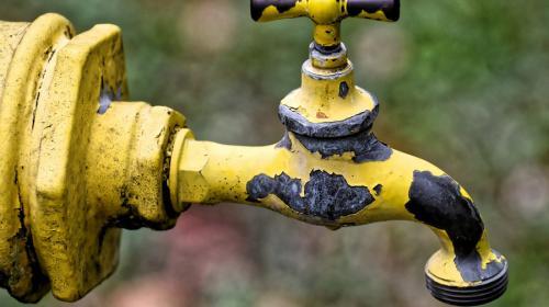 ForPost - Ремонт дороги в Севастополе обернулся прорывом канализации
