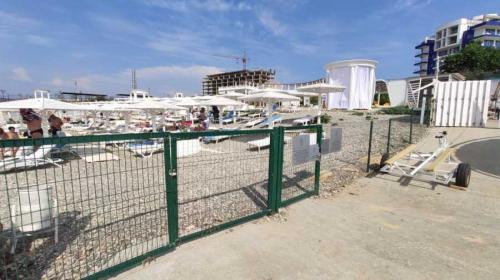 ForPost- Прокуратура нашла нарушения на скандальном пляже «Аквамарин» в Севастополе