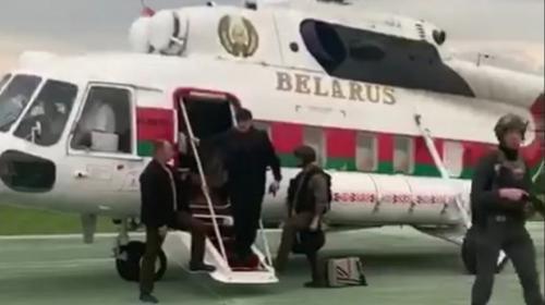 ForPost- Лукашенко с автоматом: какой смысл увидели в жесте белорусского политика в Севастополе