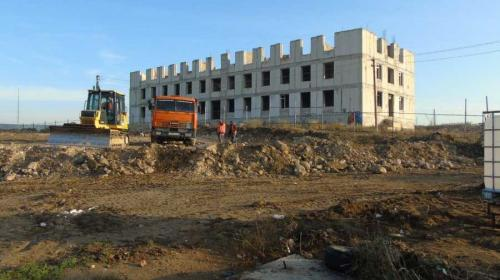 ForPost- В Севастополе сорвали строительство детского сада