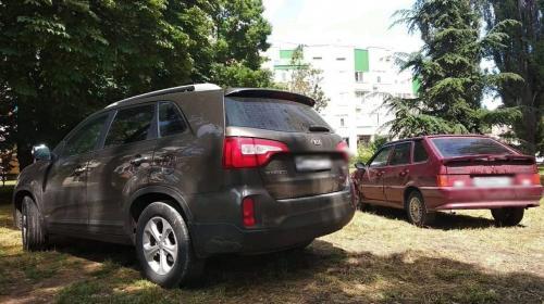 ForPost- В Севастополе начинают штрафовать за парковку на газоне