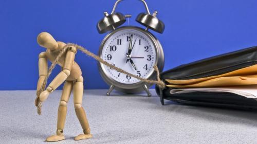 ForPost- В России планируют ввести почасовую минимальную оплату труда