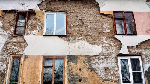 ForPost- В Севастополе жильцов полуаварийного общежития могут «расселить» на улицу
