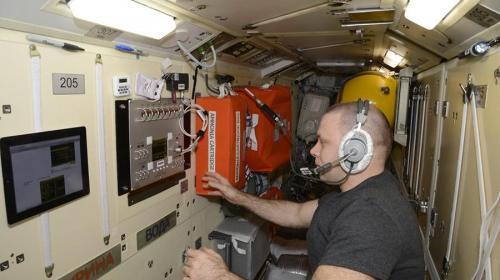 ForPost - Российские космонавты вернулись к переработке урины в воду