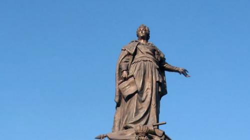 ForPost - В Одессе прошла акция с требованием снести памятник Екатерине II