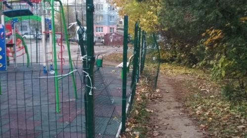 ForPost - Новые детские площадки в Крыму облюбовали вандалы