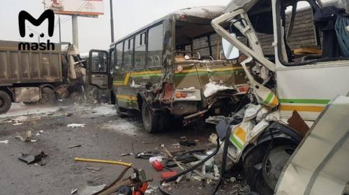 ForPost - Самосвал протаранил колонну военных автобусов