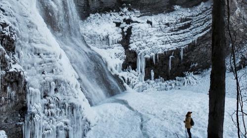 ForPost- В Крыму водопады превратились в ледопады