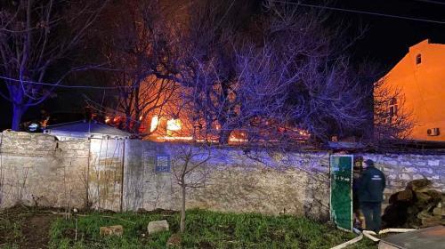 ForPost- В Севастополе ночью горела крыша