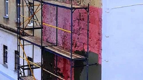 ForPost- Фасад лазаревских казарм в Севастополе «укрепляют» штукатуркой