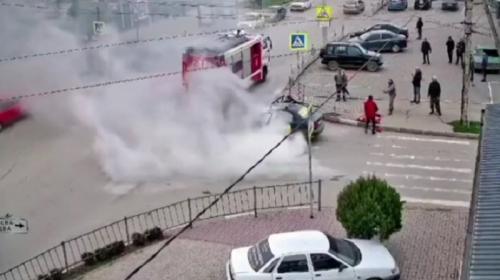 ForPost- В Крыму горело такси