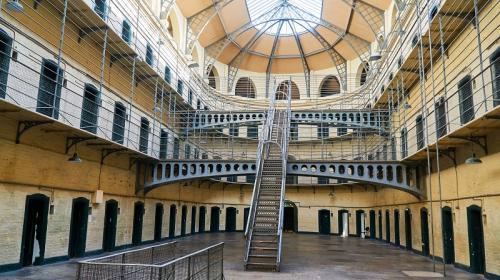 ForPost- Туристы в Ирландии теперь могут попасть в тюрьму за нарушение карантина