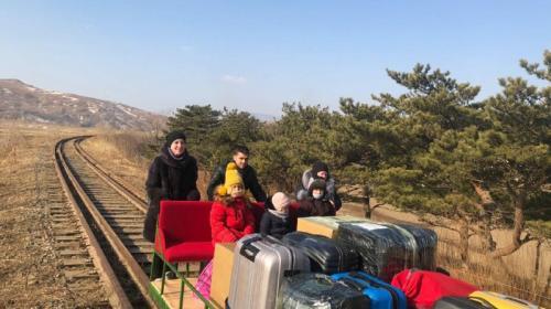 ForPost- Российские дипломаты покинули Северную Корею на самодельной дрезине. Видео