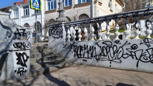 ForPost - В Севастополе нашли изувечивших Таврическую лестницу вандалов