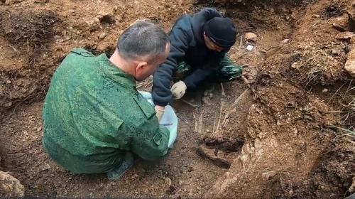 ForPost - В Севастополе обнаружили останки 17 красноармейцев