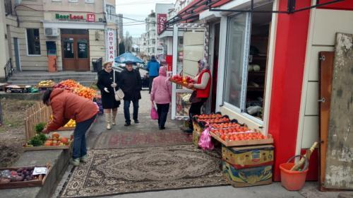 ForPost - Остановку на улице Юмашева вечерами делят севастопольские торговцы и музыканты