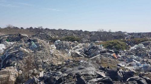 ForPost- Территория у КОС «Южные» в Севастополе превратилась в мусорную свалку