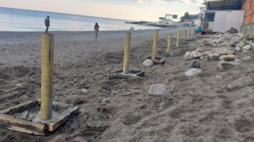ForPost- Пляж в Алуште упаковывают в бетон