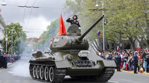 ForPost- На Парад Победы в Севастополе из советской техники будет только танк