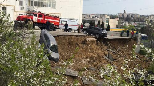 ForPost- Попытка №3. В Севастополе снова ремонтируют рухнувшую подпорную стену с автостоянкой
