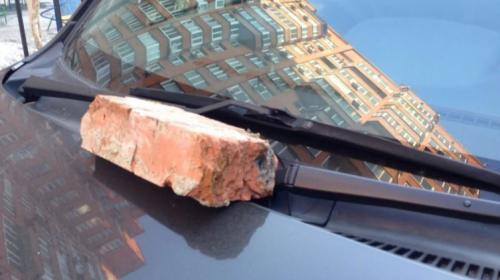 ForPost - В Севастополе мужчина получил лопатой по голове за проделки жены