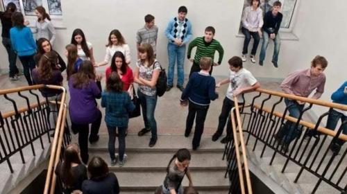 ForPost - В Петербурге подросток обстрелял из пневматического пистолета детей в школе