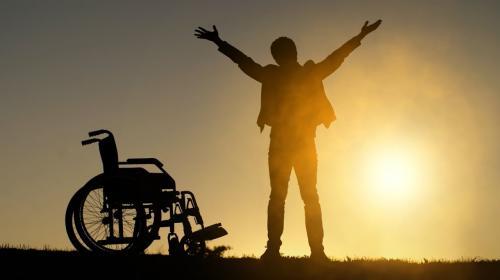 ForPost- Пьяный «инвалид-колясочник» исцелился после беседы с росгвардейцами в Севастополе