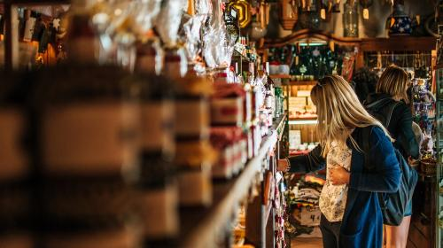 ForPost- В Турции из-за коронавируса запретили покупки в магазинах