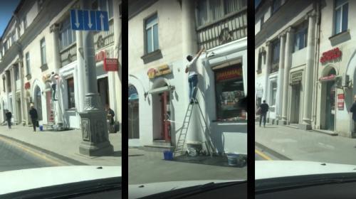 ForPost- В центре Севастополя «обновили» фасад магазина в историческом доме