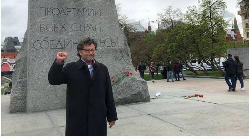 ForPost - Депутат бундестага приехал в Москву привиться