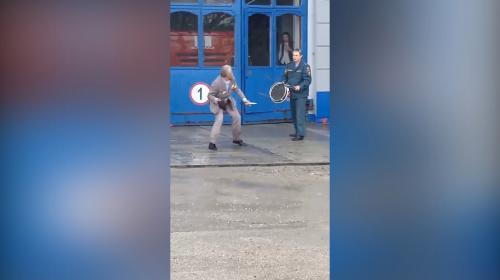 ForPost - На севастопольскую пожарную часть напал дедушка с ножом и орденами (видео)