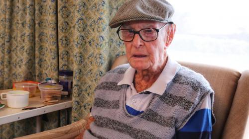 ForPost- 111-летний мужчина назвал необычное блюдо секретом своего долголетия