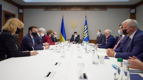ForPost - Сенаторы из США на встрече с Зеленским обсудили предоставление военной помощи Украине