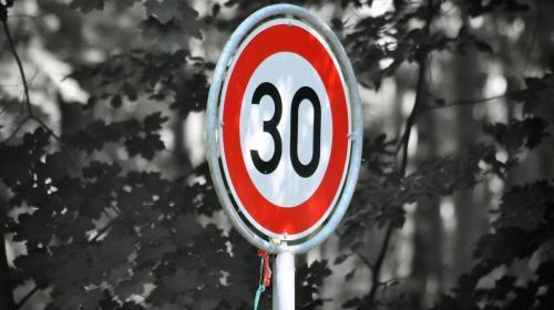 ForPost- В Севастополе оценили возможность снижения до 30 км/ч скорости на дорогах