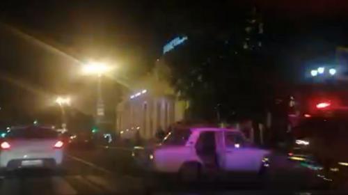 ForPost- В центре Севастополя водитель на «Жигулях» сбил двоих подростков