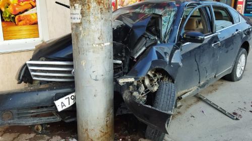 ForPost- В Севастополе автомобиль таранил магазин и столб
