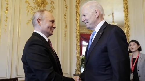 ForPost- «Байден в руках Путина»: мнения читателей Daily Mail о начале саммита