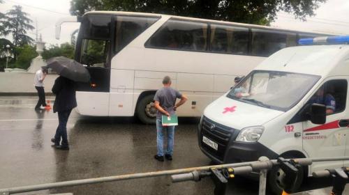 ForPost- Туристический автобус сбил девушку на пешеходном переходе в центре Севастополя