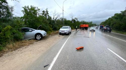 ForPost- В Севастополе КамАЗ врезался в другой КамАЗ и ещё в две машины
