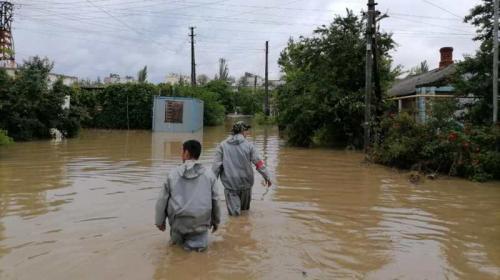ForPost - В Крыму устраняют последствия бури и собирают помощь для пострадавших