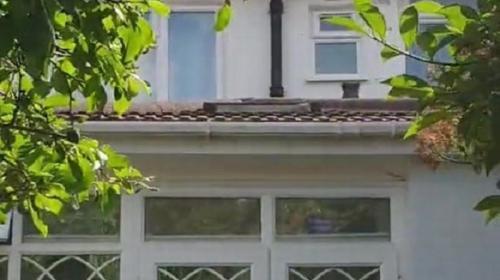 ForPost - Мужчина был в шоке, обнаружив у себя в доме таинственное окно