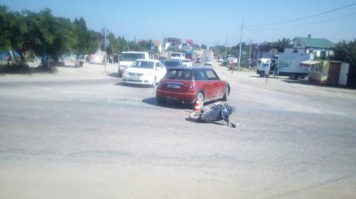 ForPost- Бесправный байкер с непокрытой головой врезался в автоледи в Севастополе