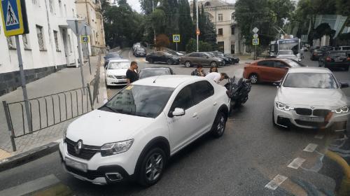 ForPost- Небольшое ДТП парализовало движение в центре Севастополя