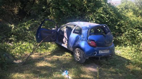 ForPost- Четыре человека в авто под Севастополем улетели с дороги кувырком