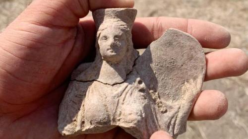 ForPost- Археологи нашли в Крыму скульптуру богини плодородия со львом