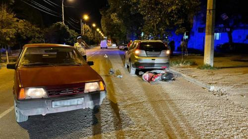 ForPost- В Севастополе «Лада» влетела в мопед с подростками