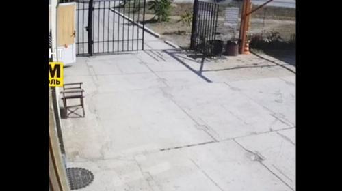 ForPost- В Крыму автомобиль сбил подростка на остановке курортной трассы